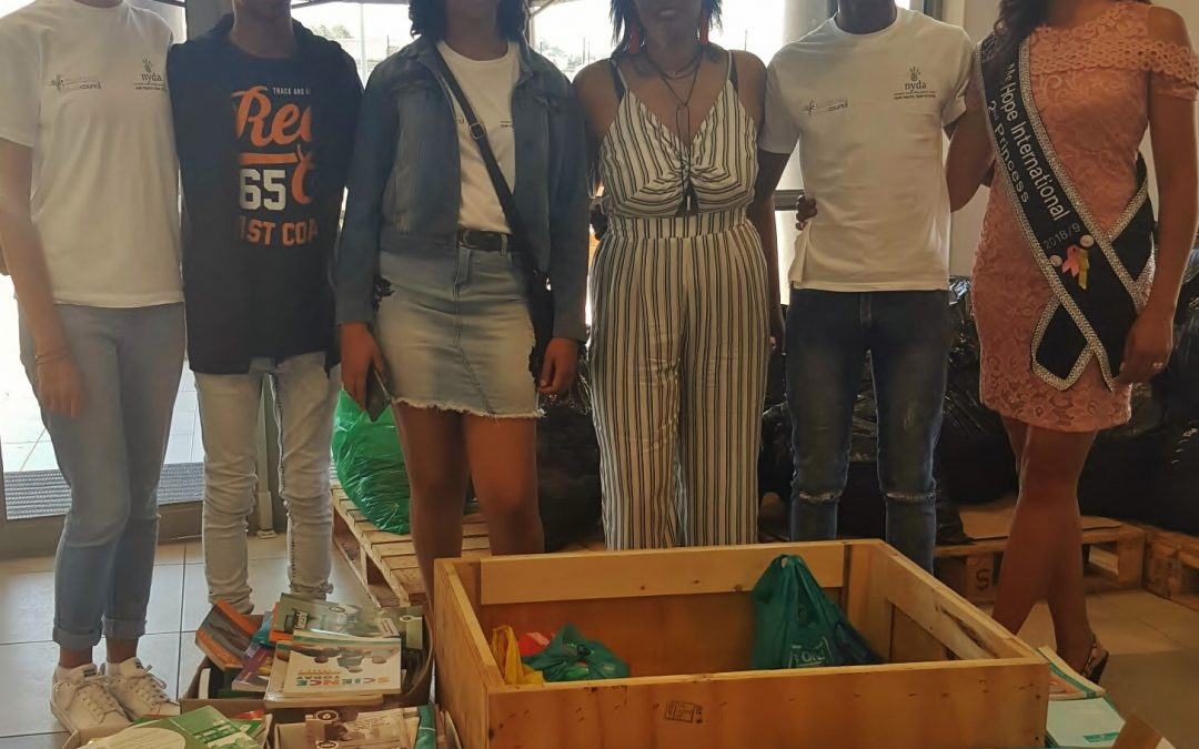 Saldanha Bay Youth Council donates books to Wupperthal